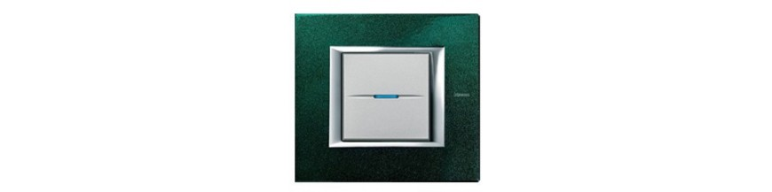 Bticino Axolute рамки квадрат (цена изделий в сборе)